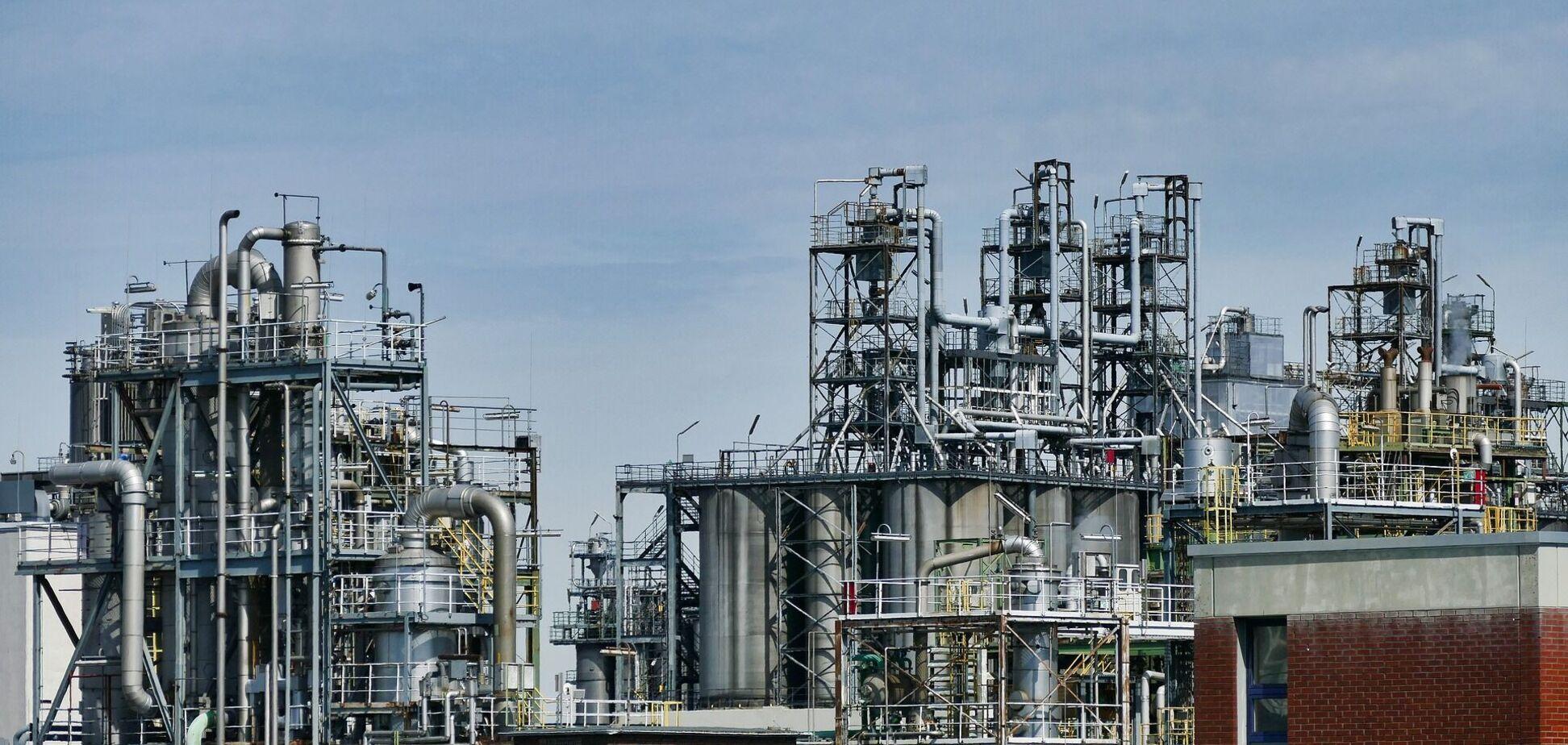 В Офісі Зеленського заявили, що хочуть створити власний НПЗ з переробки нафти