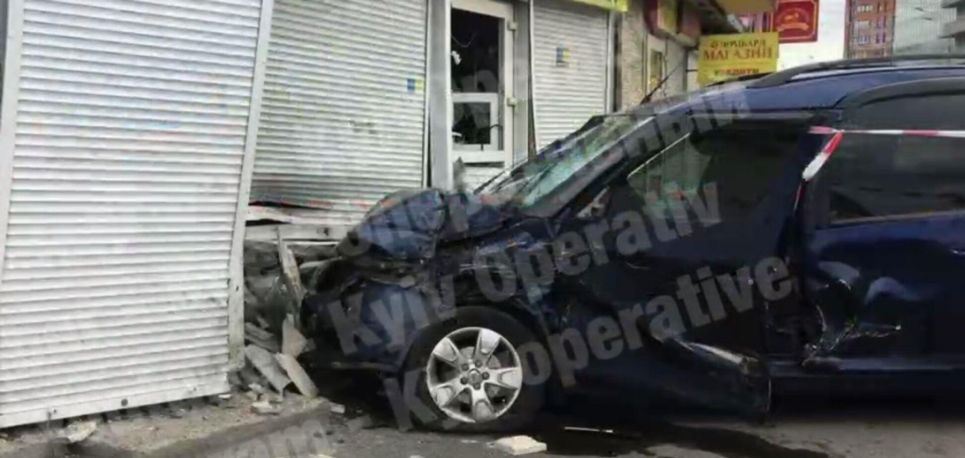 В Киеве в ДТП возле ВДНХ пострадали люди