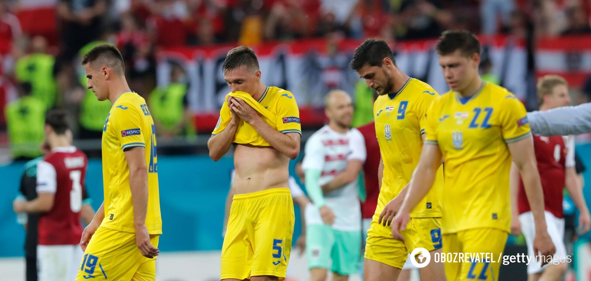Игроки сборной Украины после поражения от Австрии