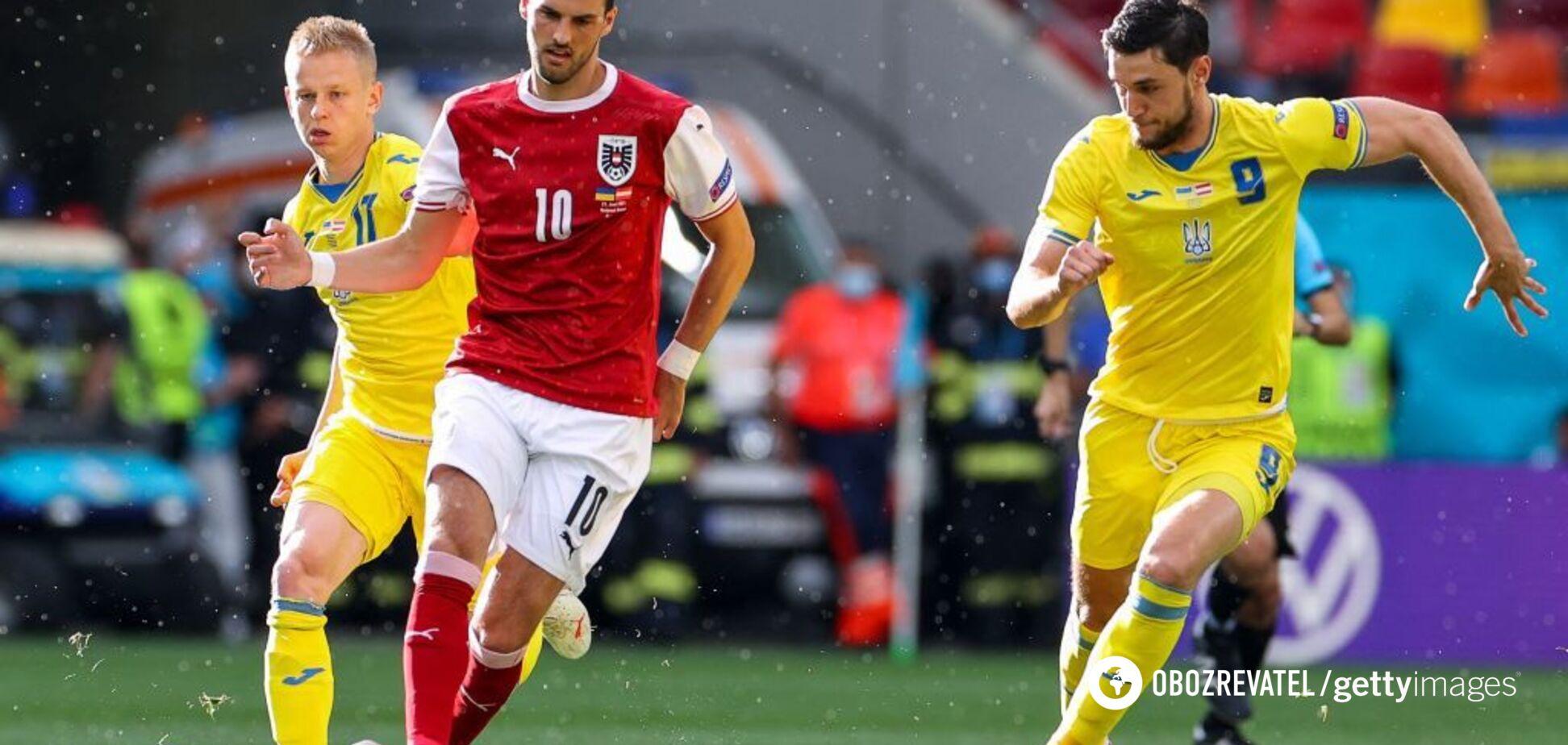 Роман Яремчук (праворуч) в матчі з Австрією