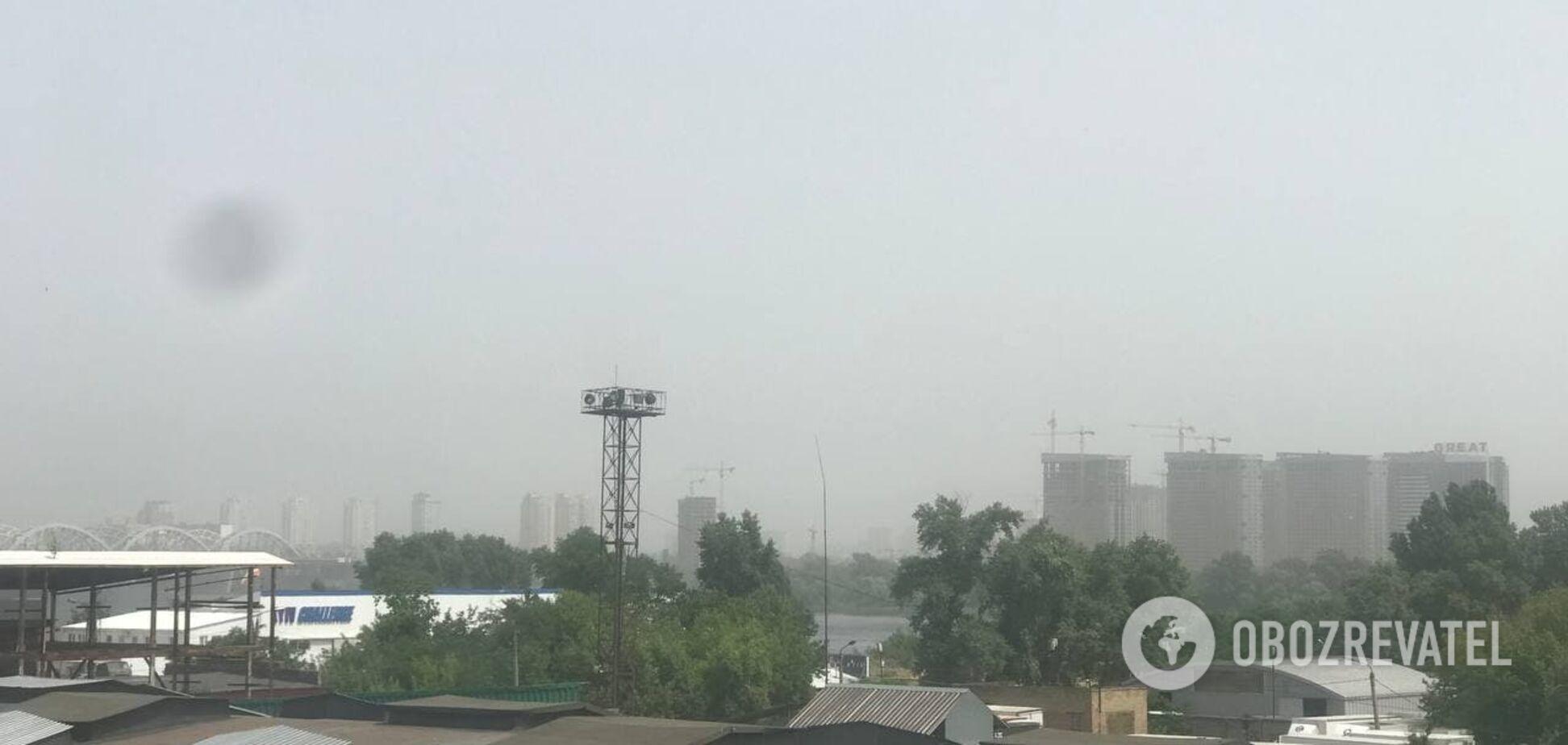 Київ через сильну спеку накрив смог. Фото