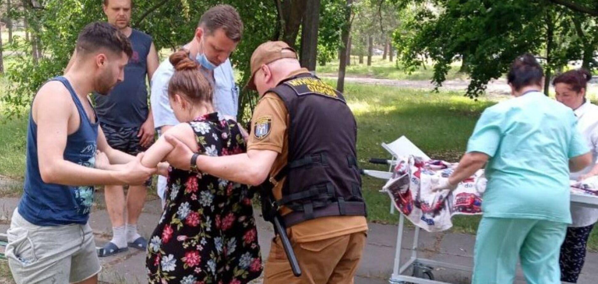 У Києві вагітна жінка знепритомніла в парку через спеку