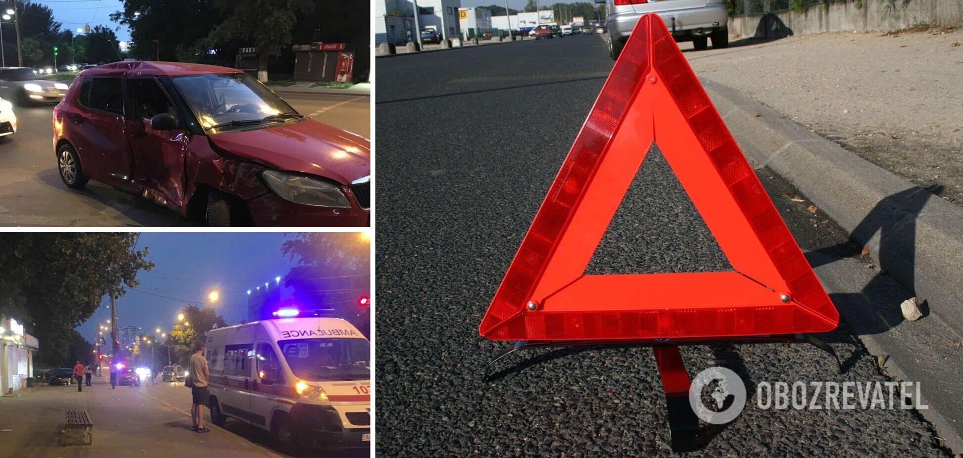 У Києві автомобіль вилетів на тротуар і збив пішоходів. Фото