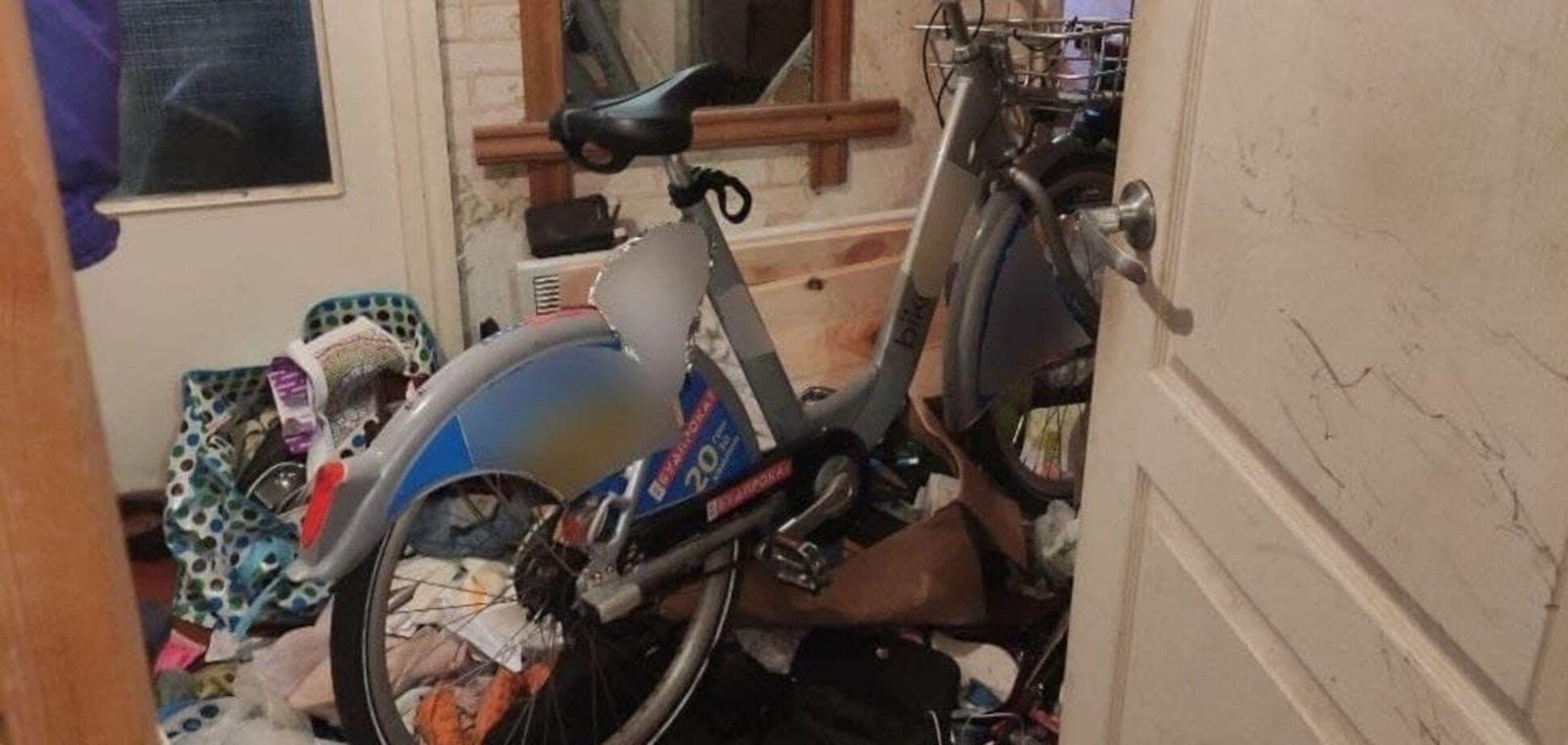 В Киеве парень воровал велосипеды из пункта проката: его поймали с поличным. Фото