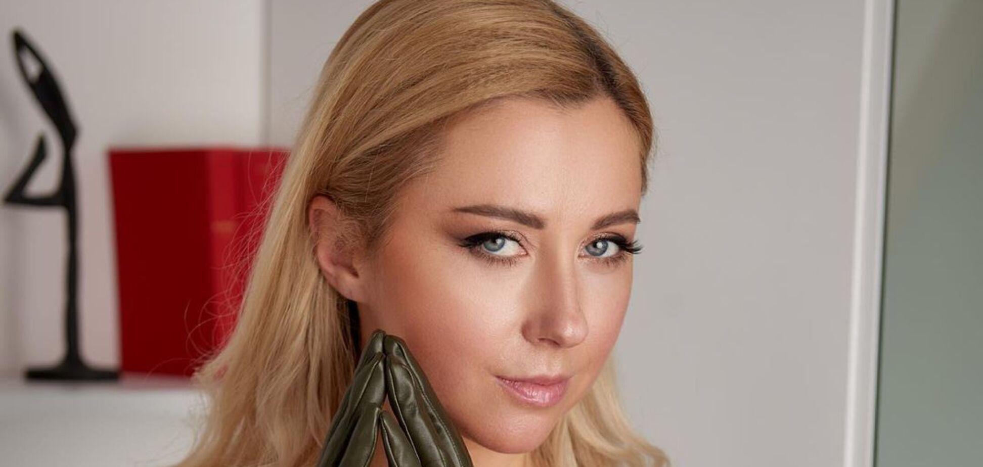 Тоня Матвиенко позировала в платье.