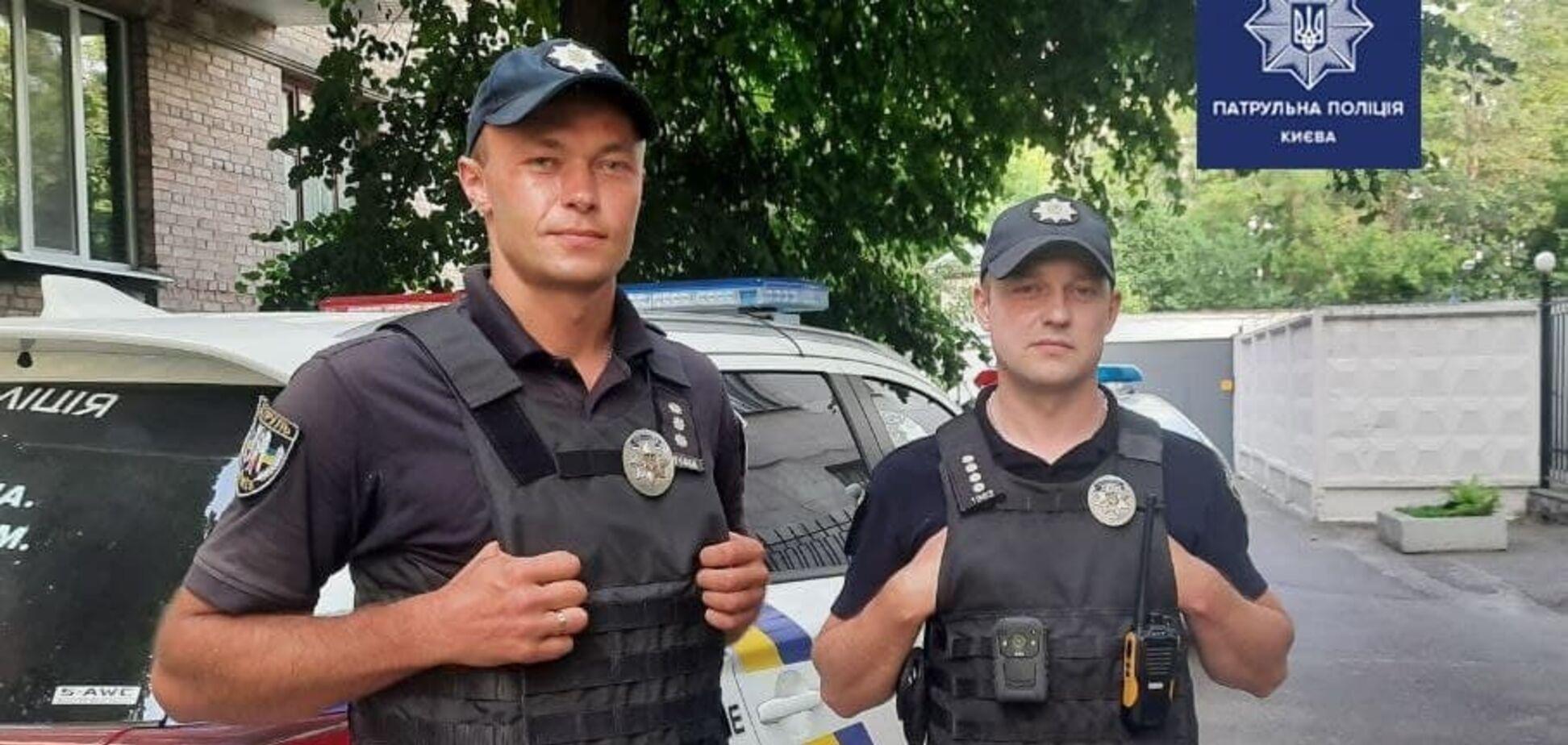 У Києві двоє патрульних врятували підлітка, який хотів накласти на себе руки на кладовищі. Фото