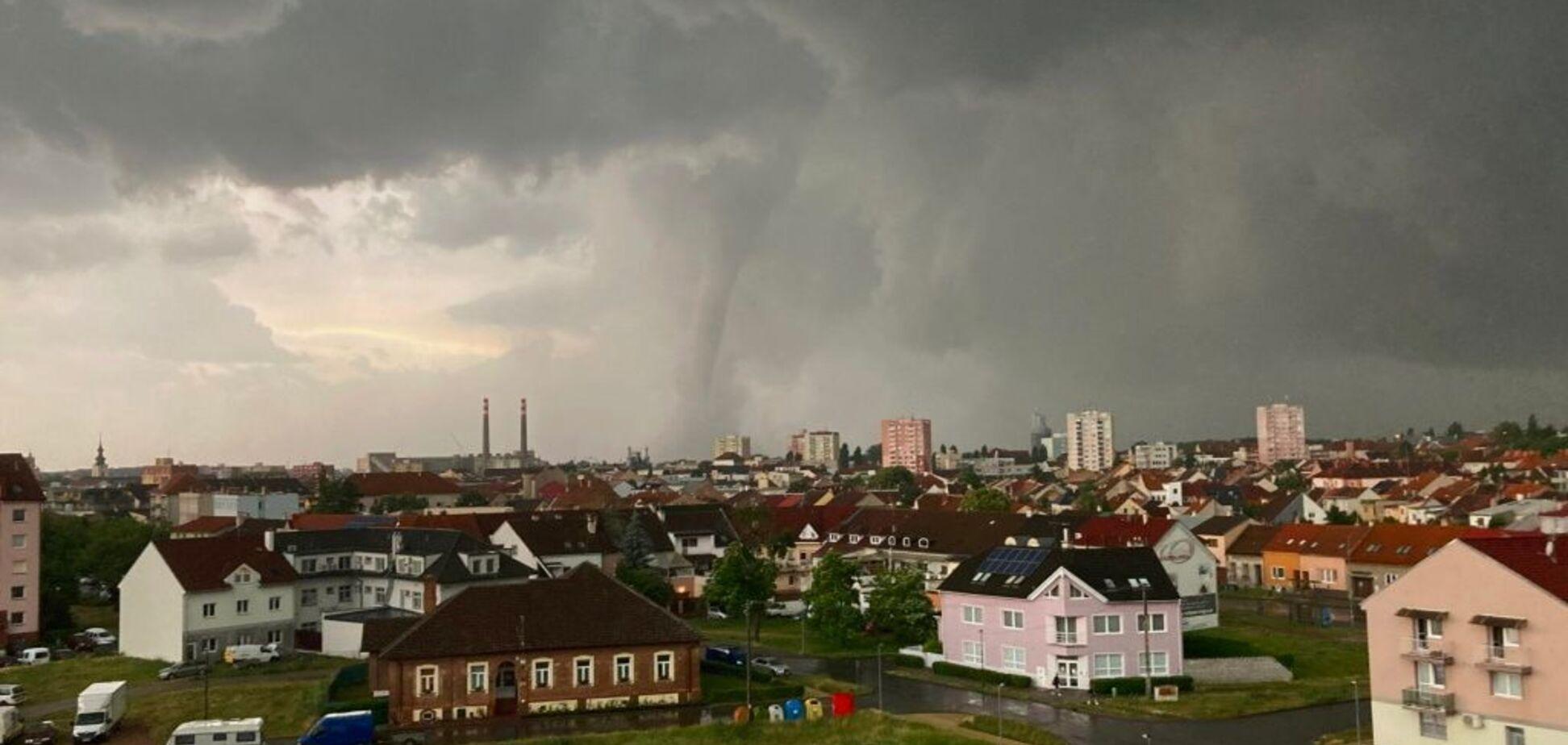 В Чехии возросло число погибших в результате торнадо. Видео разрушений, снятое с высоты
