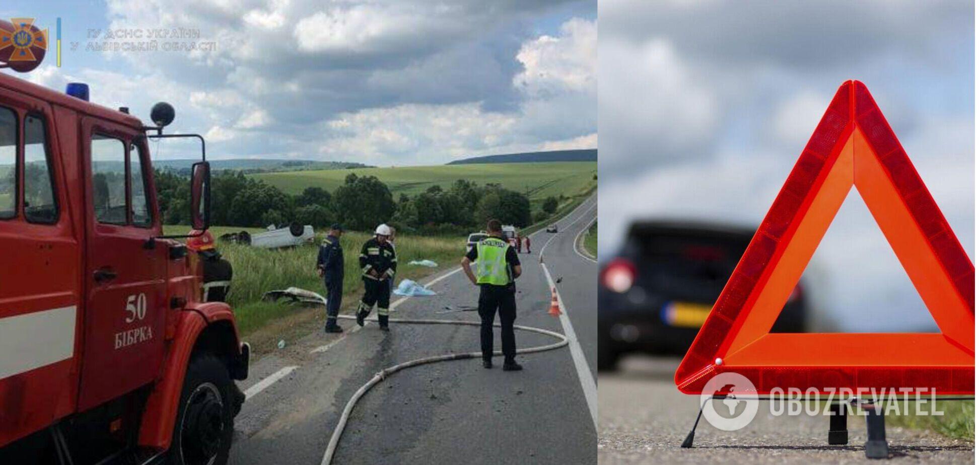 На Львівщині жінка не впоралася з Ford, авто перекинулось: 2 загиблих і 3 поранених