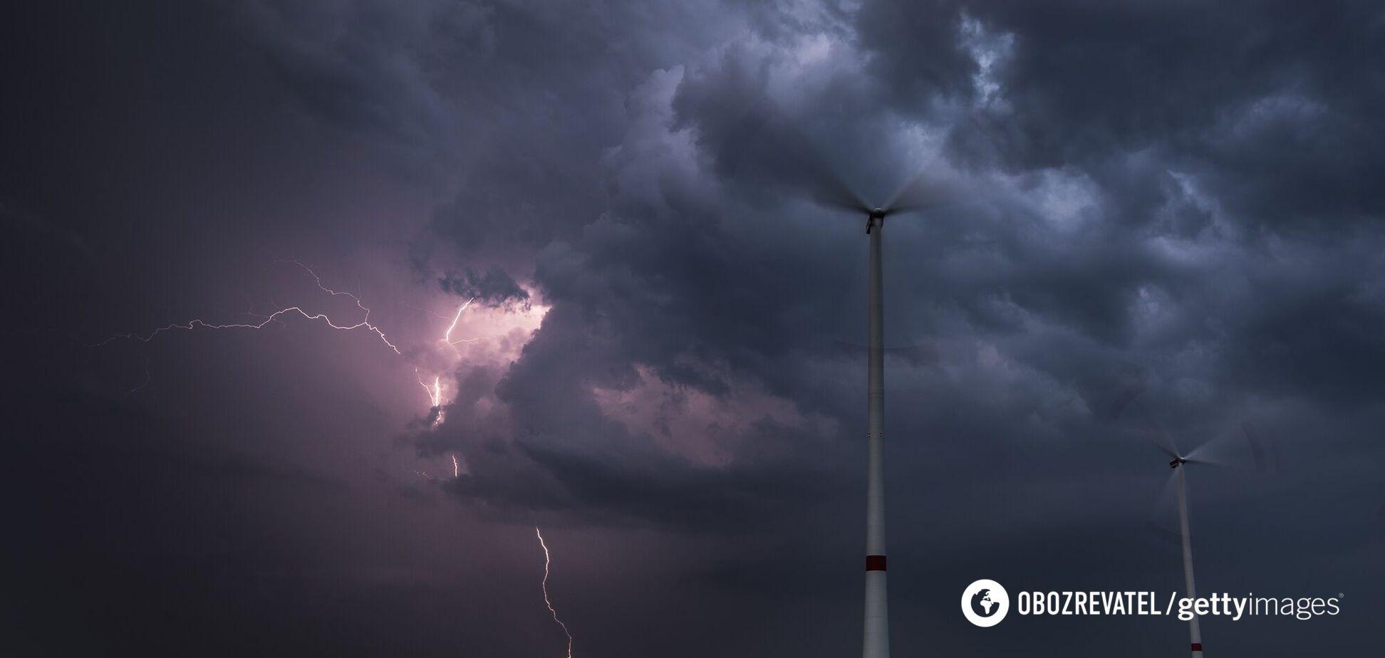 Штормовой ветер, ливни и грозы: украинцев предупредили об опасной погоде