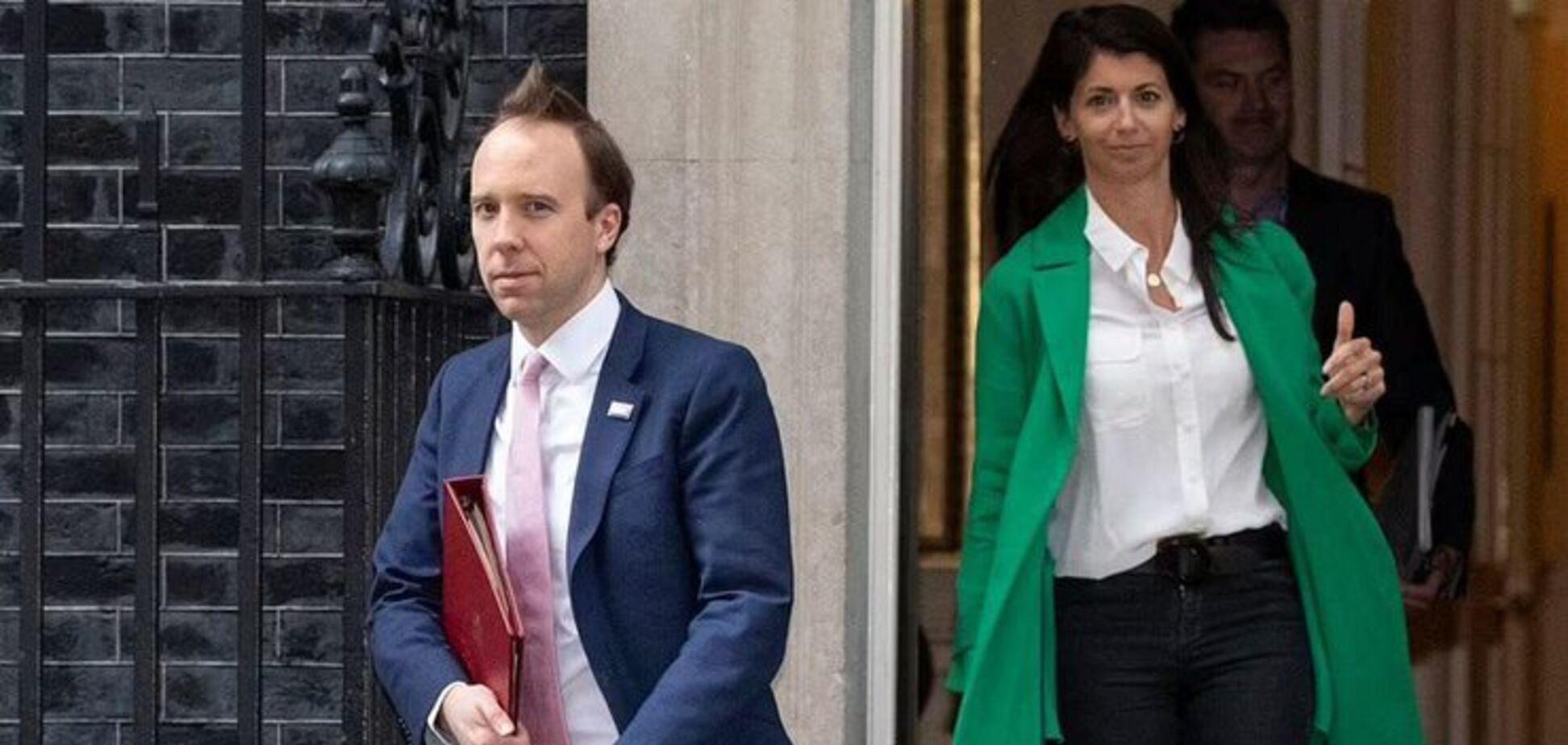 Министр поцеловал сотрудницу и ушел в отставку