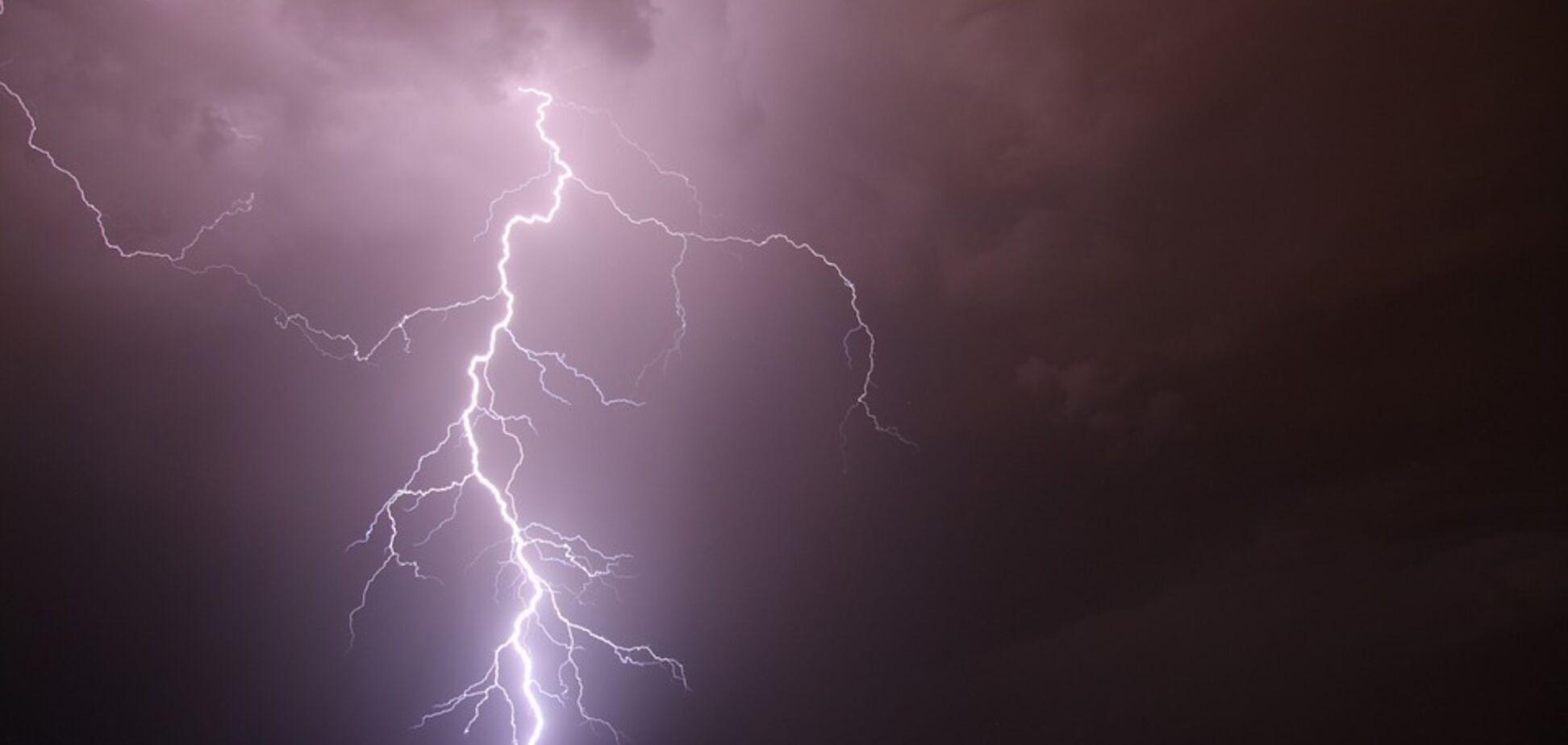 На Черкасщине двое людей погибли после удара молнии