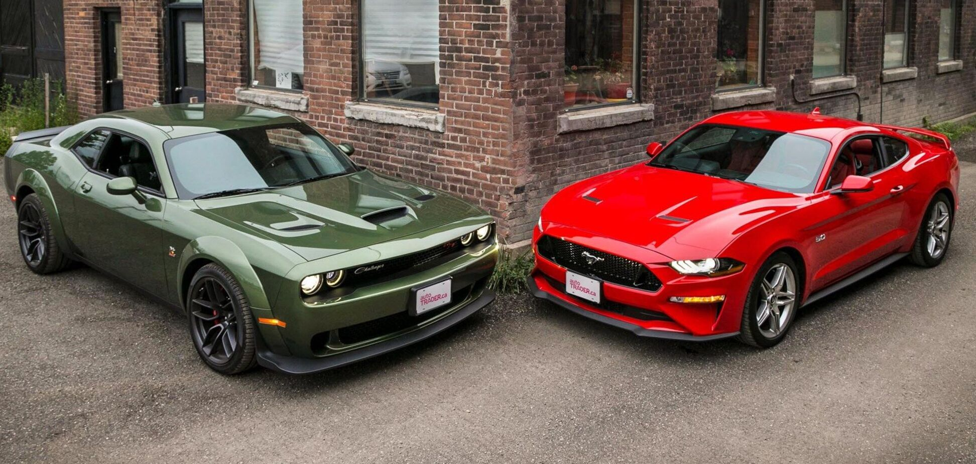 Dodge Challenger та Ford Mustang