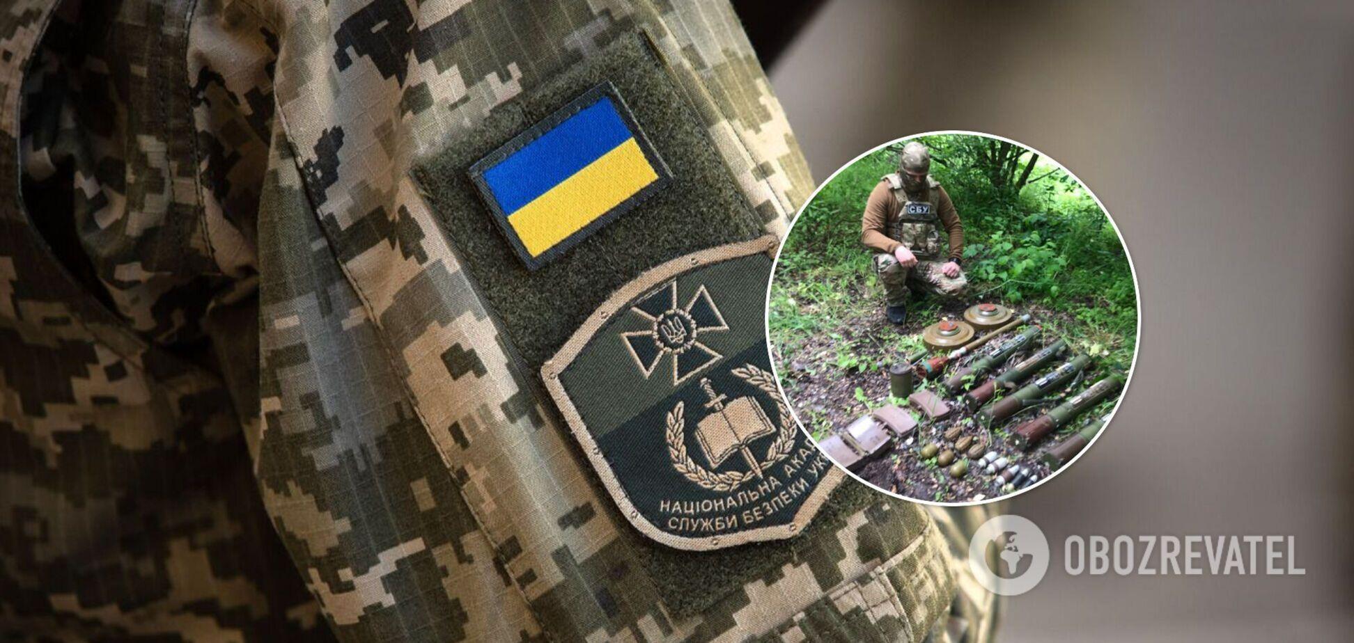 На Луганщині виявили схрон заборонених боєприпасів терористів. Фото