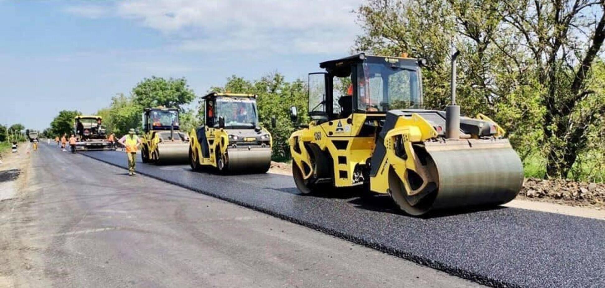 Компания 'Автомагистраль-Юг' начала устройство верхнего слоя на участке дороги Р-33