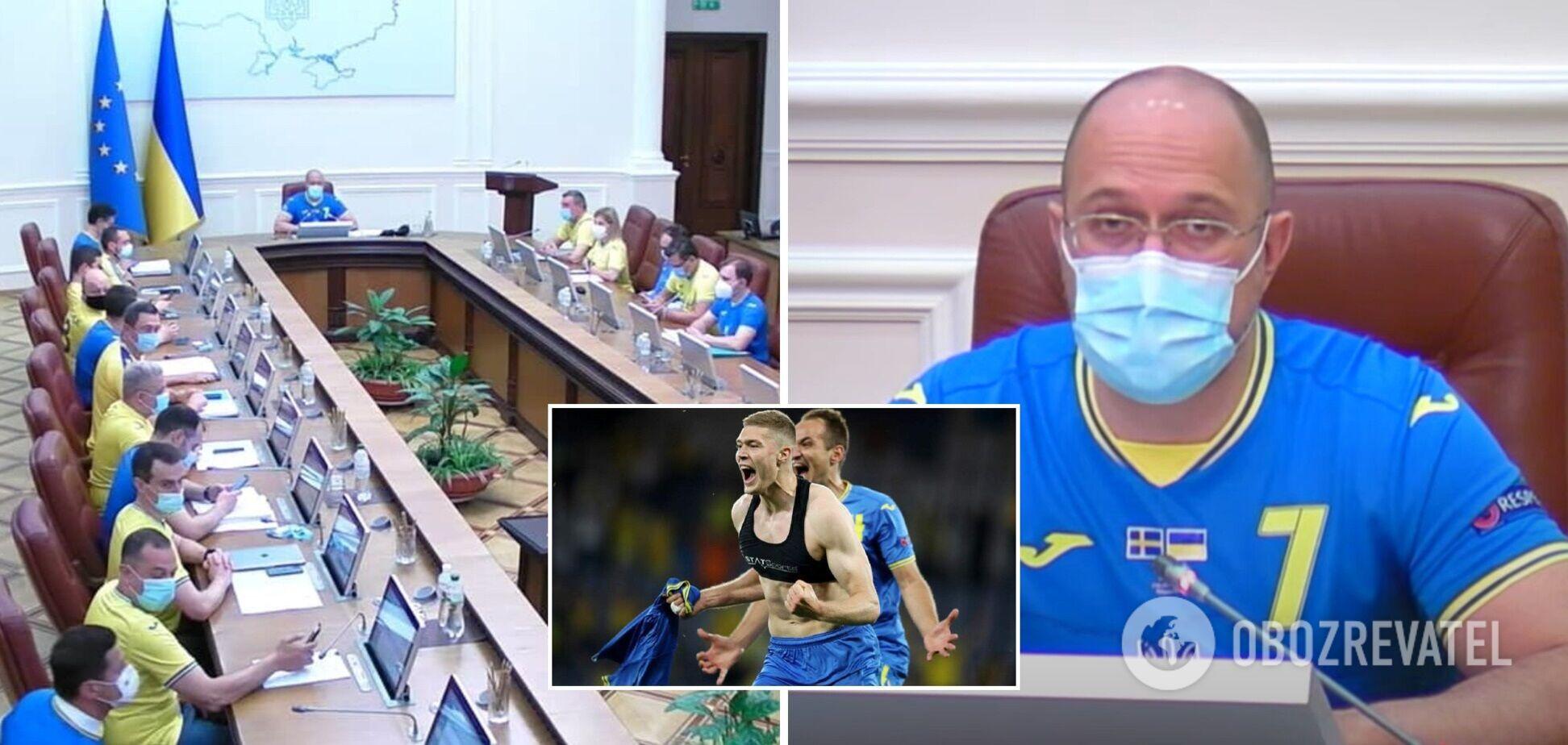 Члени уряду прийшли на засідання Кабміну в синьо-жовтих футболках. Фото