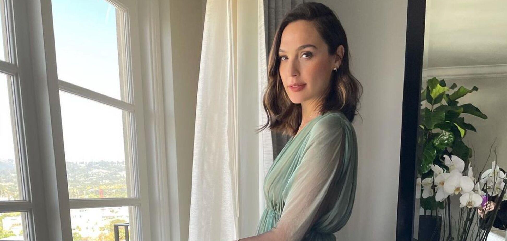 Звезда 'Чудо-женщины' Галь Гадот стала мамой в третий раз. Фото