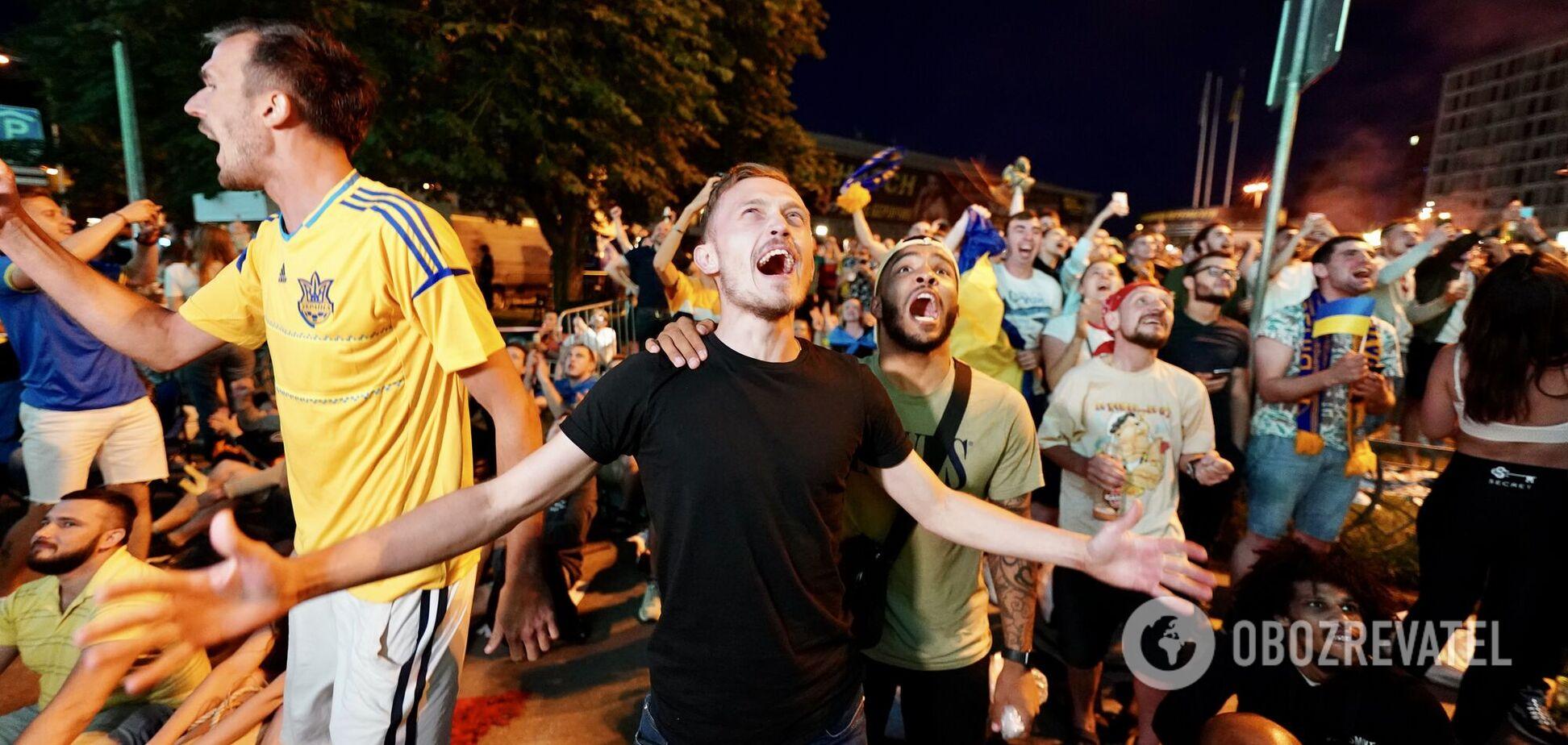 Україна в чвертьфіналі Євро! Фанати влаштували гучне свято в центрі Києва