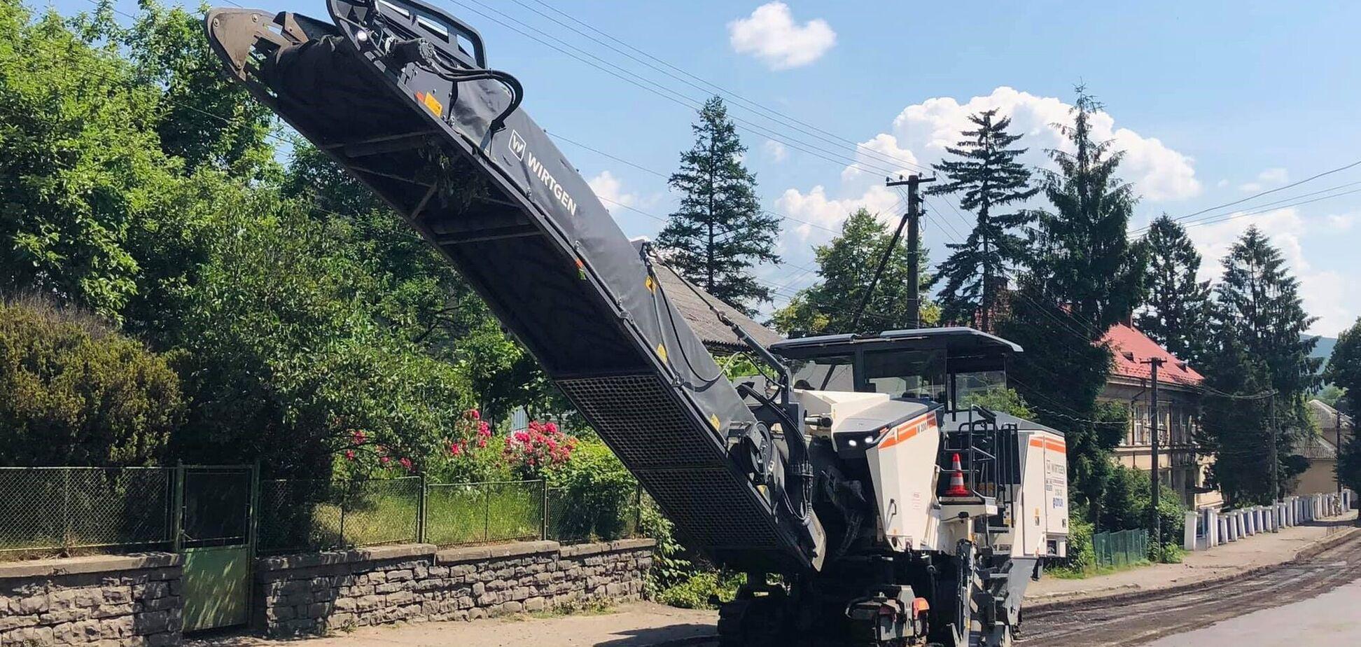 На Закарпатті розпочали розпочали ремонт центральної дороги міста Печерин