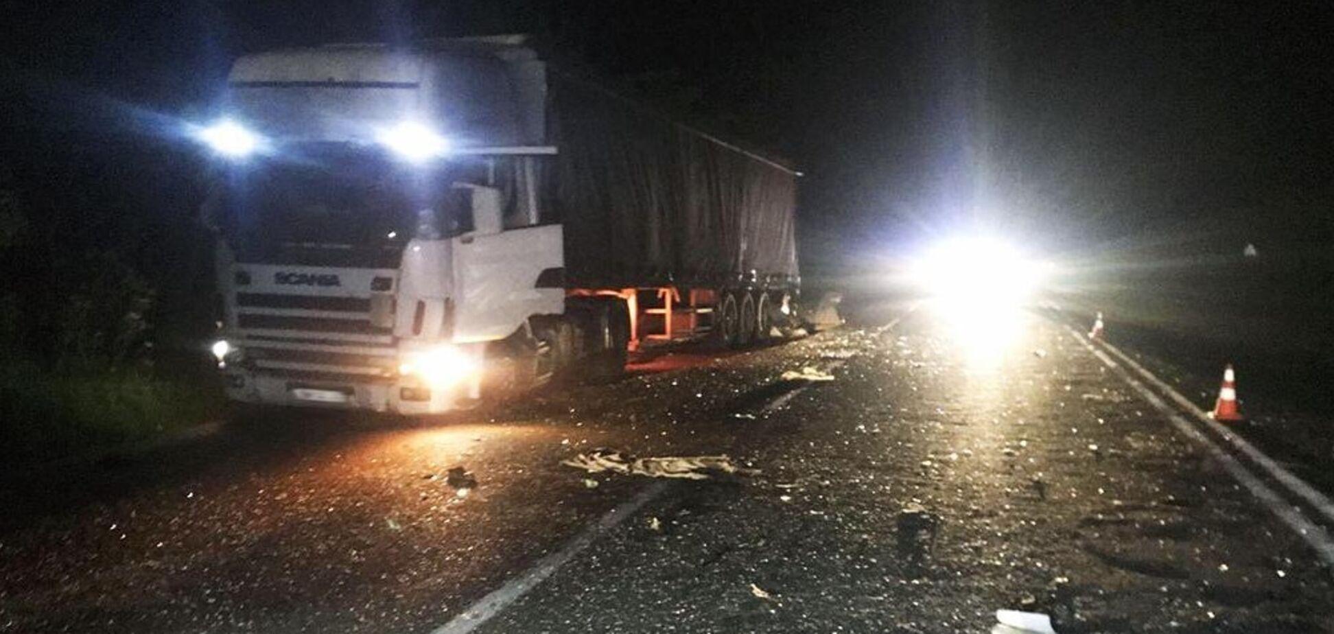 Под Бердичевом автомобиль протаранил грузовик: один человек погиб, двое в реанимации. Фото