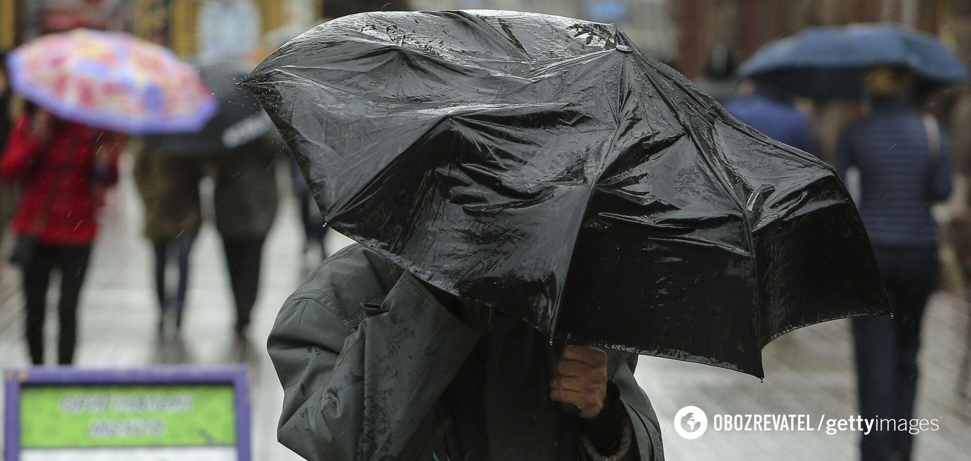 Синоптикиня попередила про дощі та грози в Україні. Карта негоди