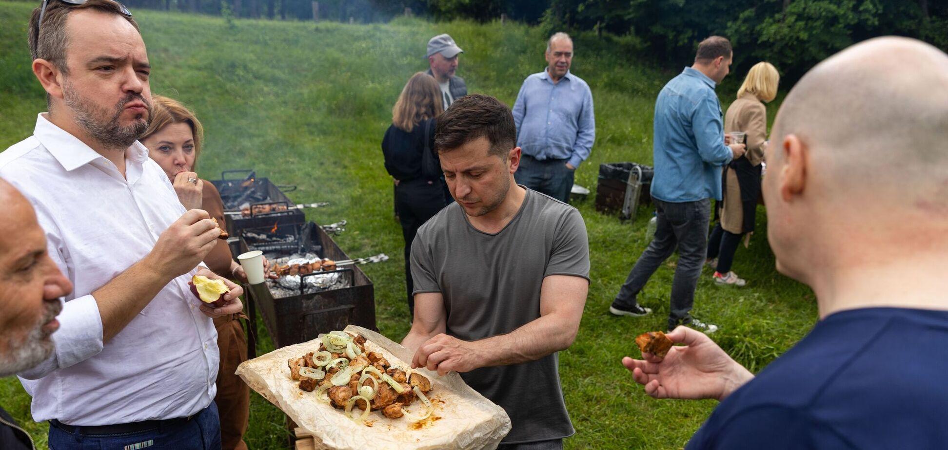 Зеленский поздравил журналистов с профессиональным праздником и позвал на пикник. Фото