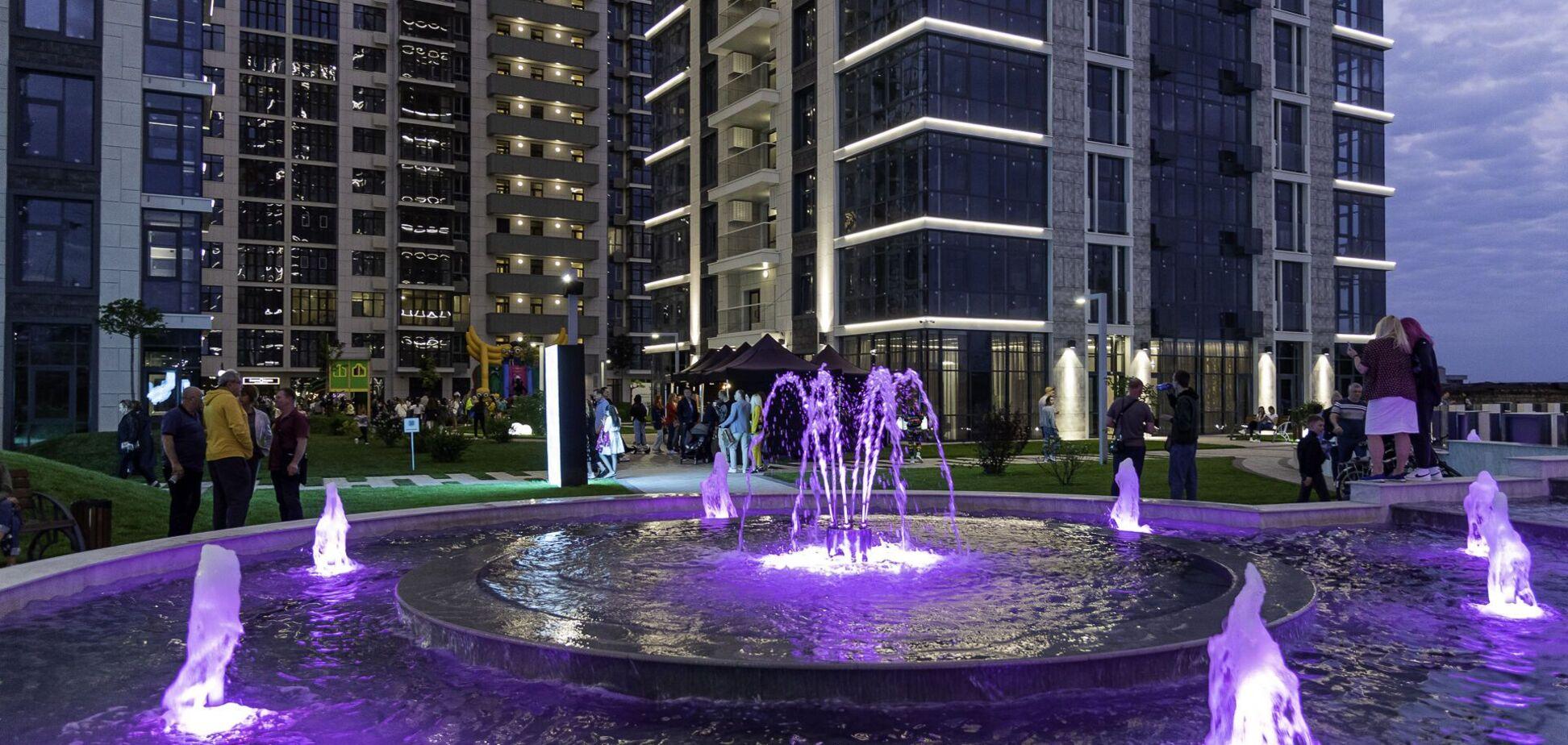 В ЖК 'Новопечерські Липки' з'явився новий фонтанний комплекс з водоспадом