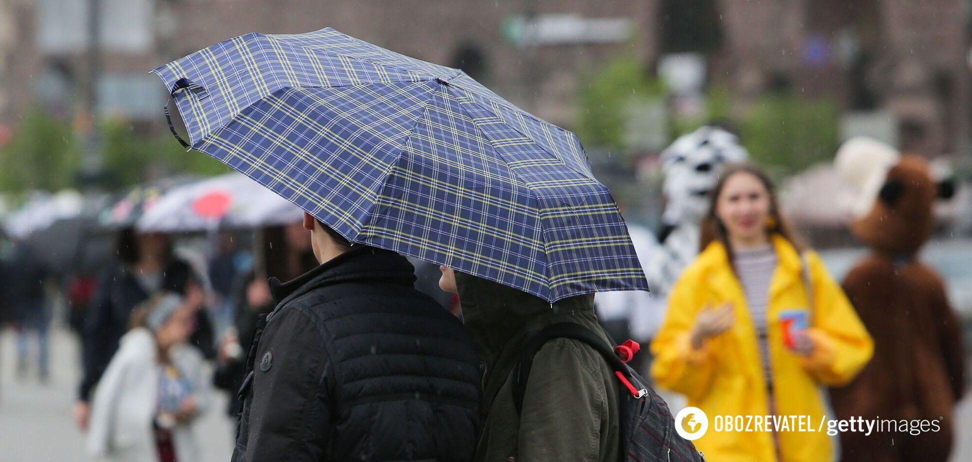 В Україну йдуть дощі з грозами: оголошено штормове попередження. Карта