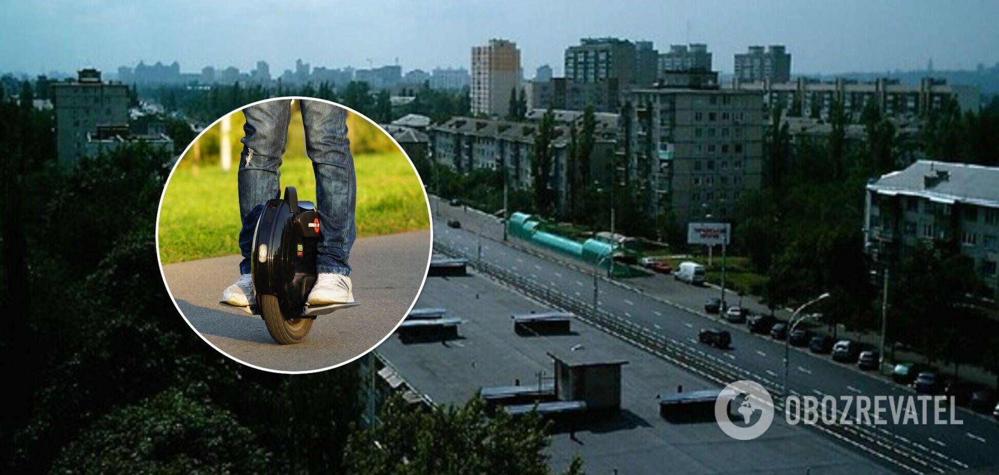 В Киеве мужчина на моноколесе разогнался до 60 км в час: мчал быстрее авто. Видео