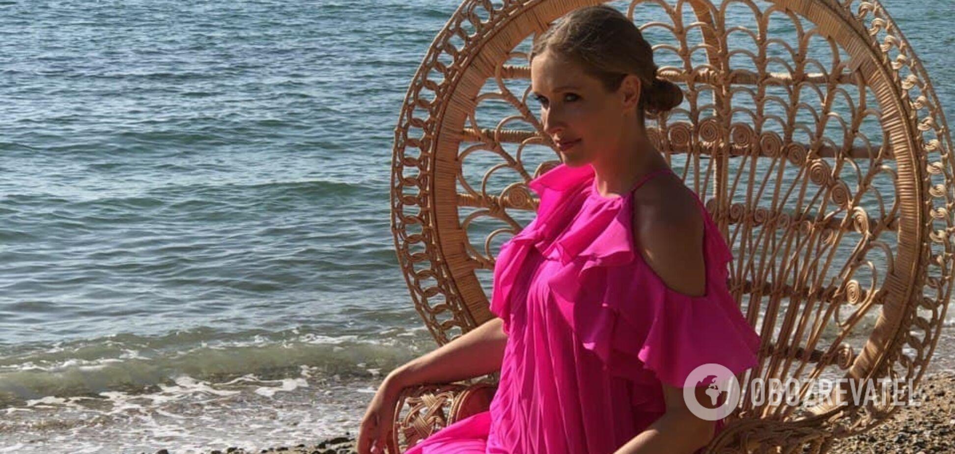 Беременная Осадчая похвасталась розовым платьем за 15 тысяч грн. Фото