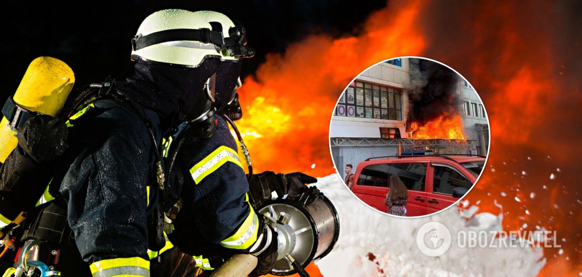 У київському супермаркеті спалахнула пожежа: чорний дим вкрив багатоповерхівку. Фото та відео НП