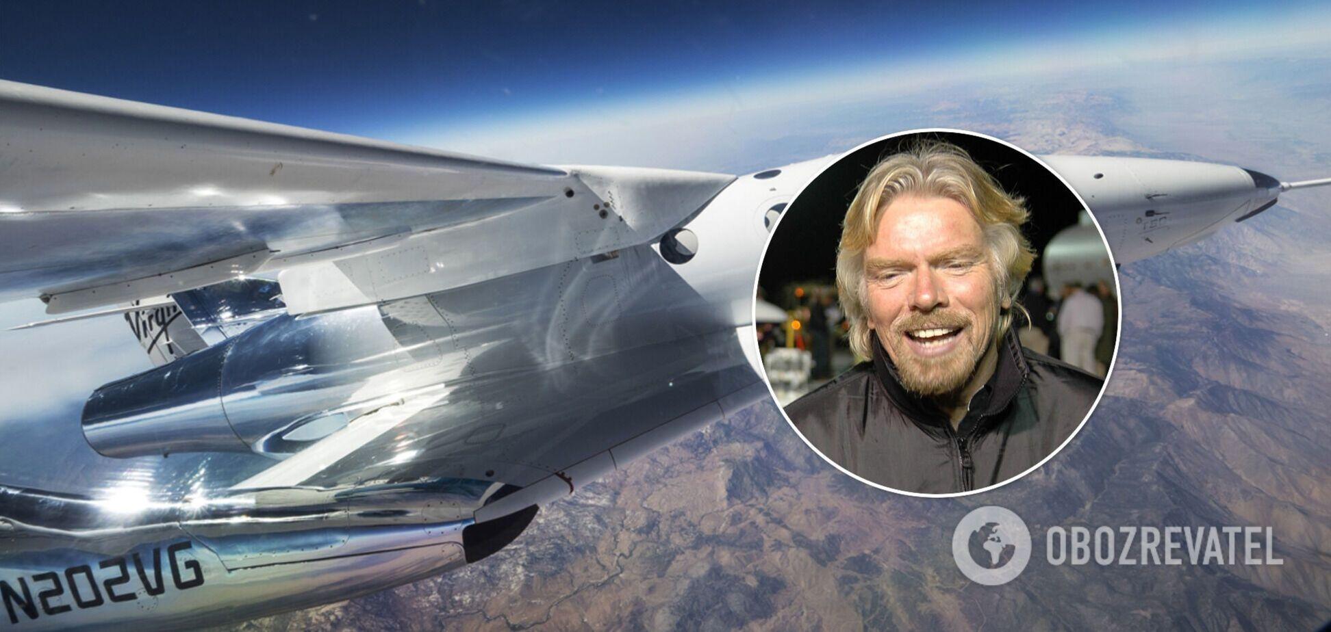 Ричард Брэнсон и самолет Galactic Unity 22