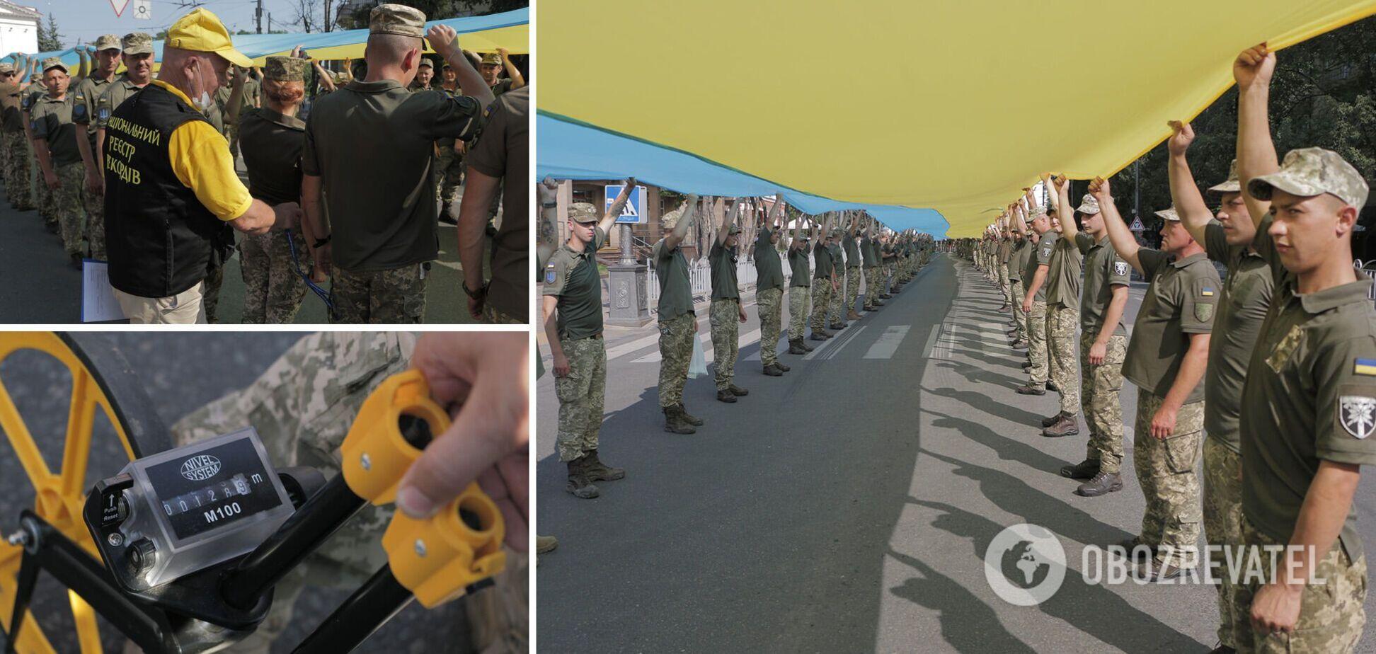 У Маріуполі військові розгорнули величезний прапор України: встановлено рекорд. Фото
