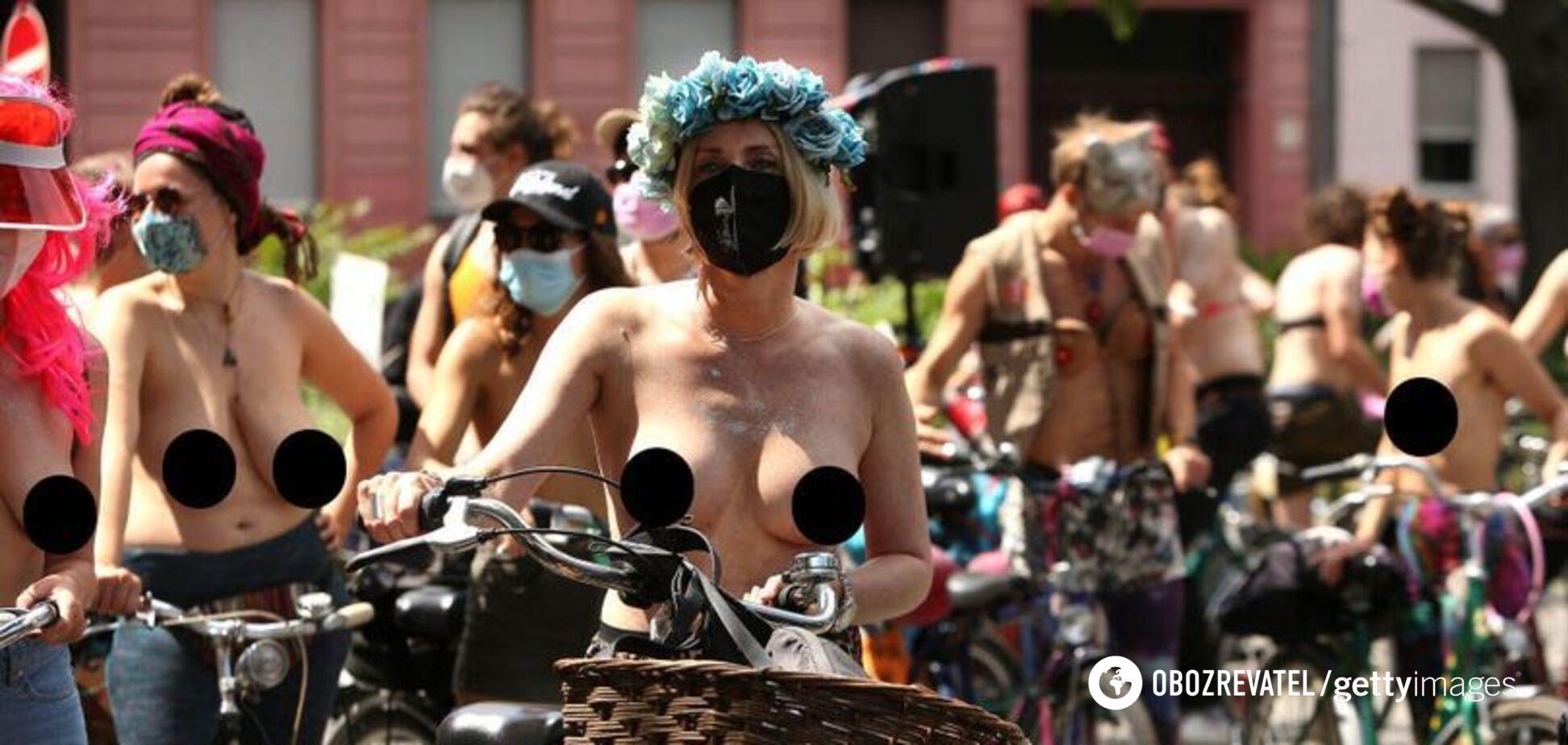 У Берліні сотні жінок з оголеними грудьми влаштували протест