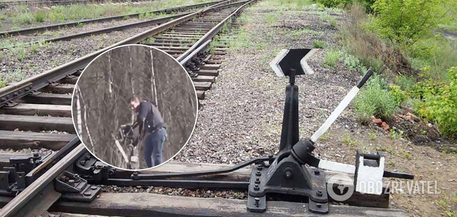 Захарова заявила про крадіжку частини залізничної стрілки співробітником посольства США: пропагандисти показали відео