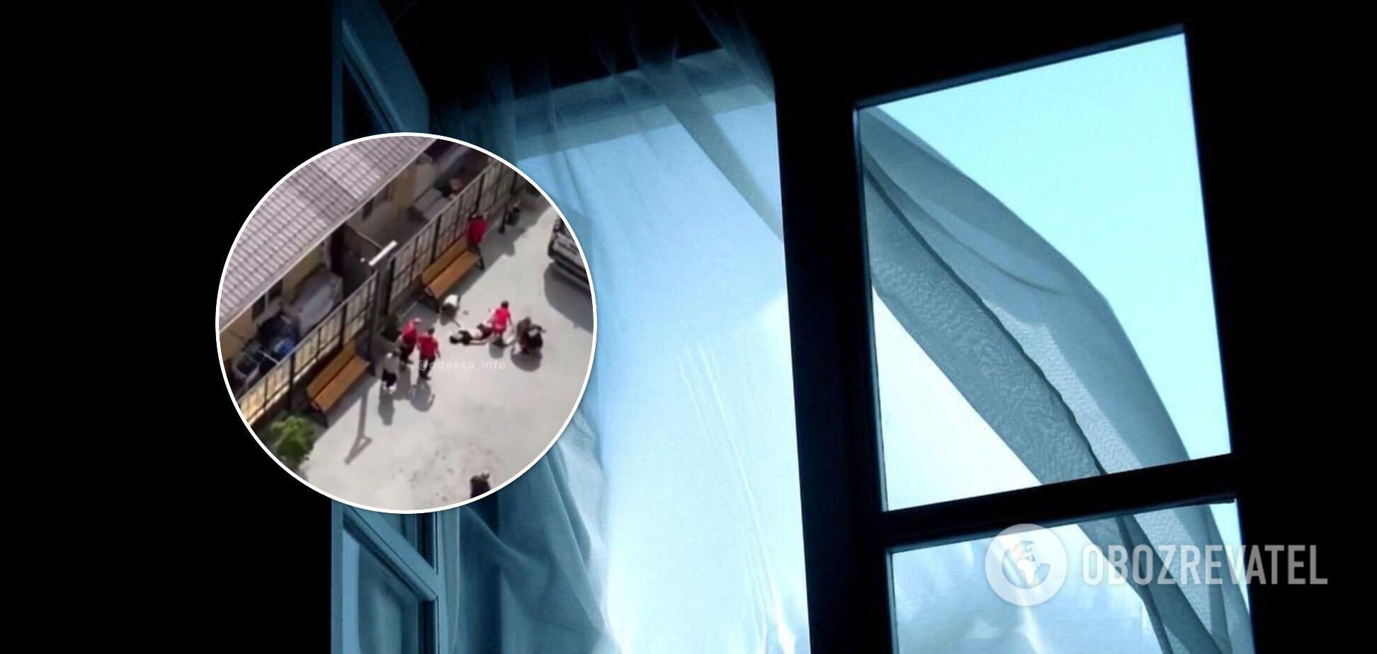 В Одессе парень выпрыгнул с 12-го этажа. Видео