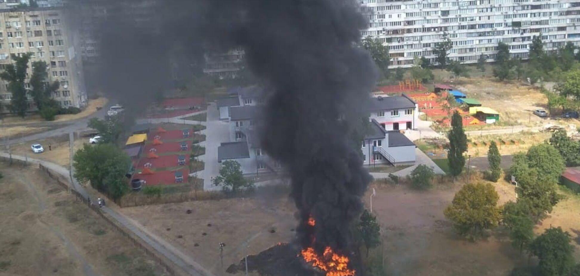 В спальном районе Киева произошел мощный пожар: что известно. Видео