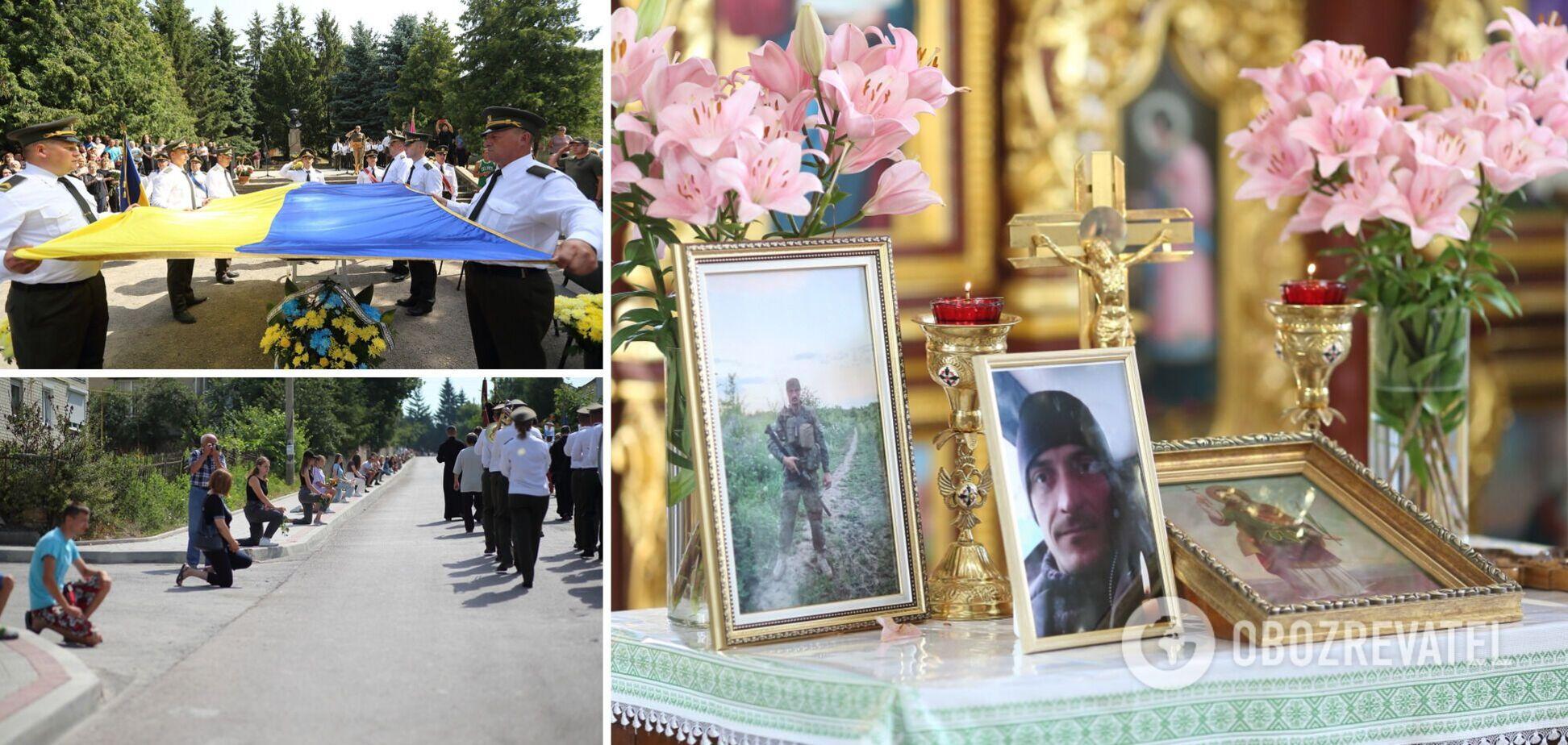Жители Тернопольщины на коленях попрощались с воином ВСУ, убитым снайпером на Донбассе. Фото и видео