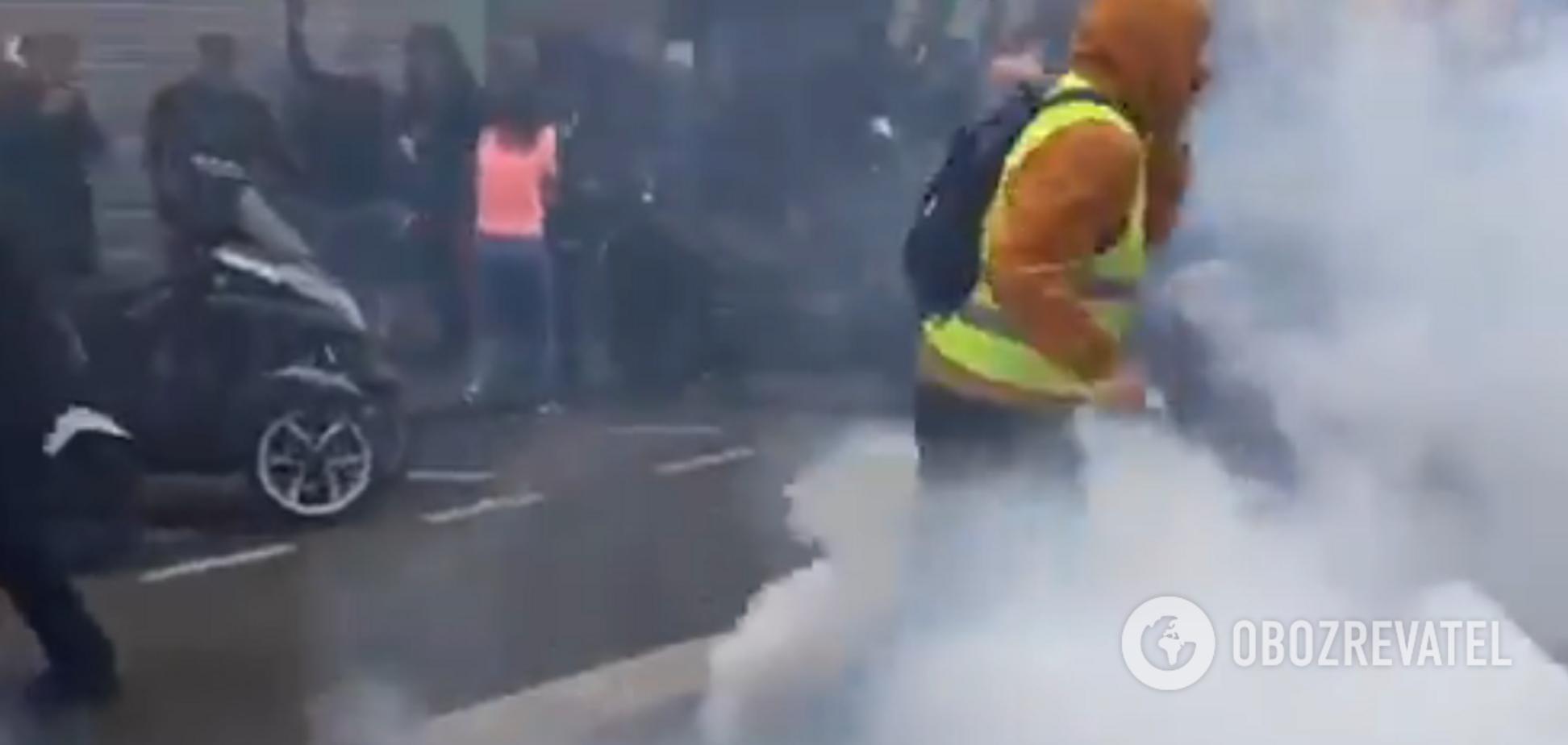 У Парижі застосували сльозогінний газ проти демонстрантів