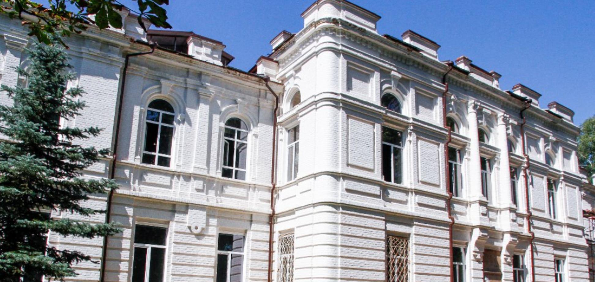 В Миргороде проводят реконструкцию Центра эстетического воспитания школы искусств