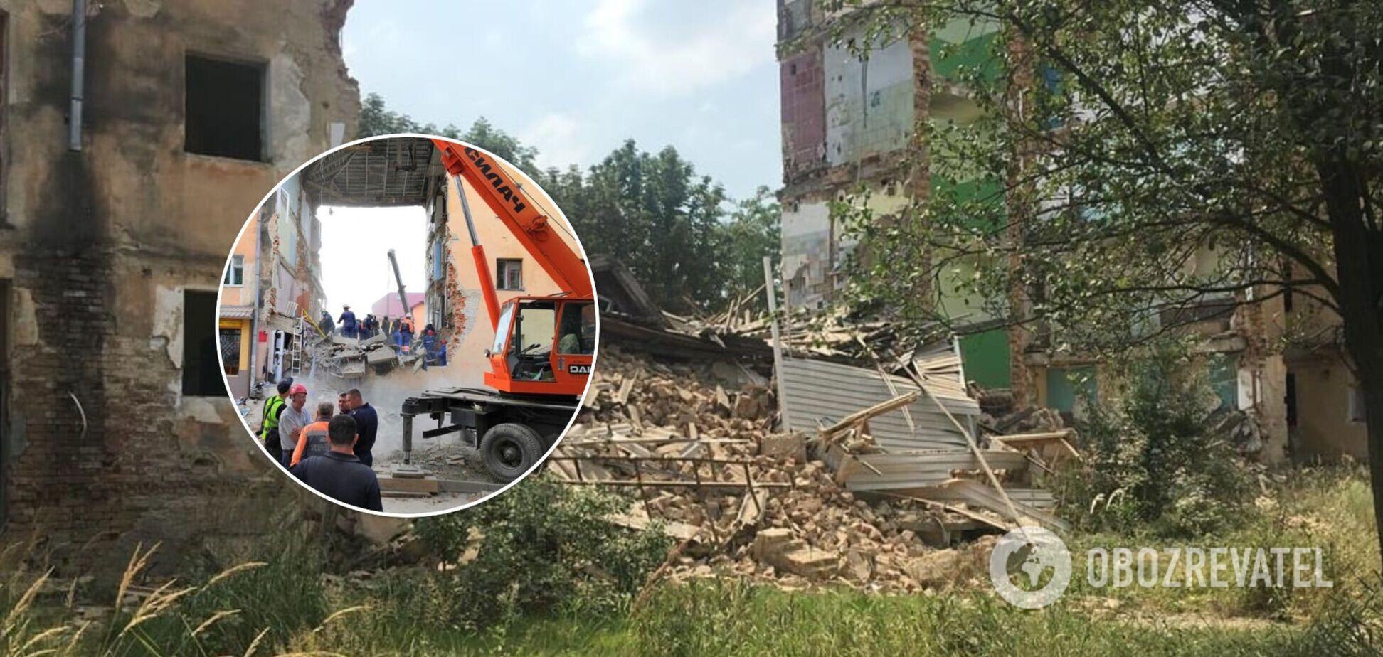 У Дрогобичі обвалився під'їзд будинку, в якому в 2019 році загинули люди. Фото