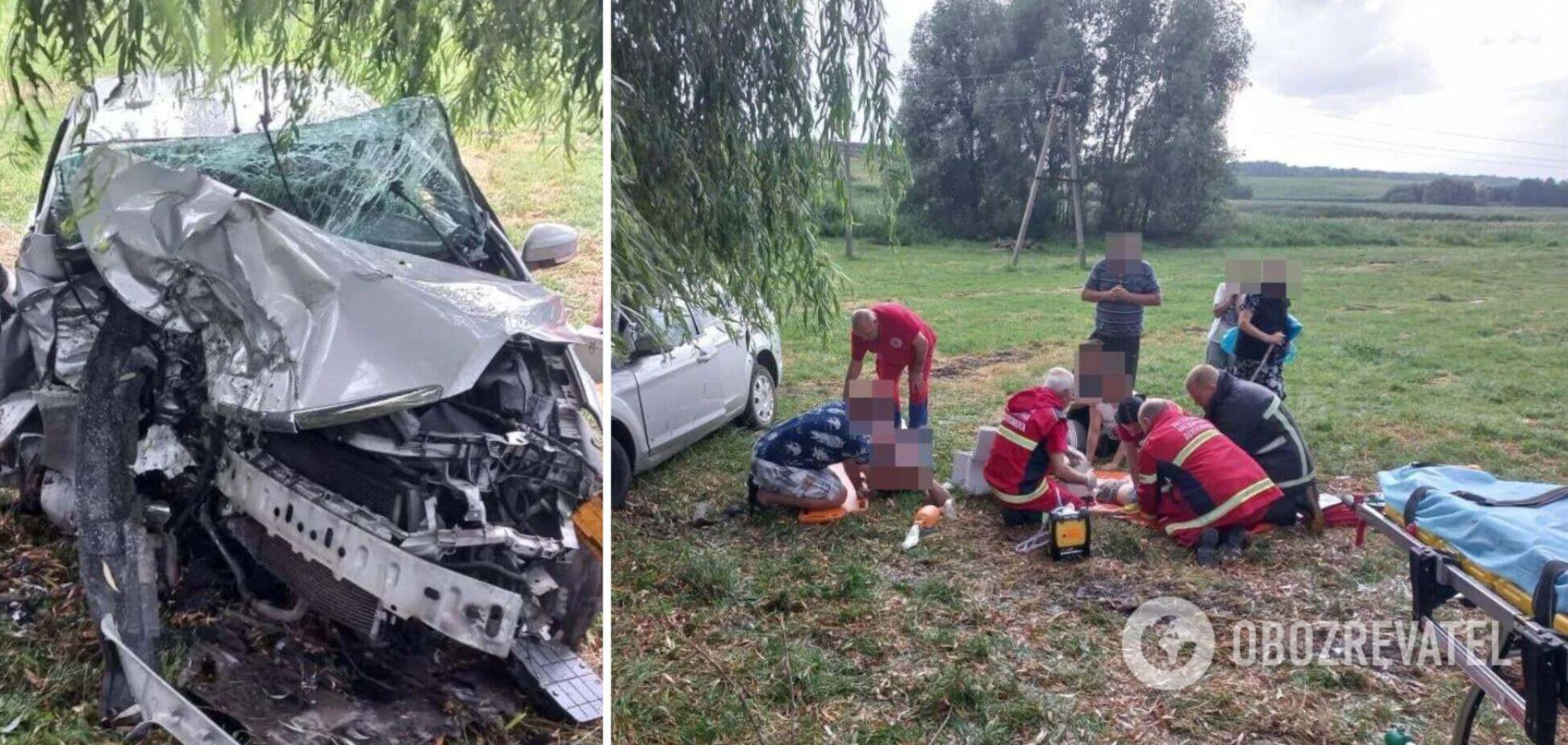 На Волині авто врізалося в дерево, загинули троє осіб, серед них дитина
