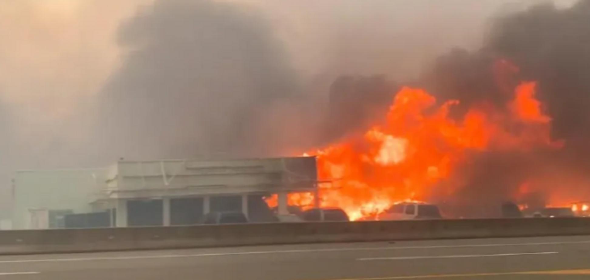 В Канаде лесной пожар уничтожил городок