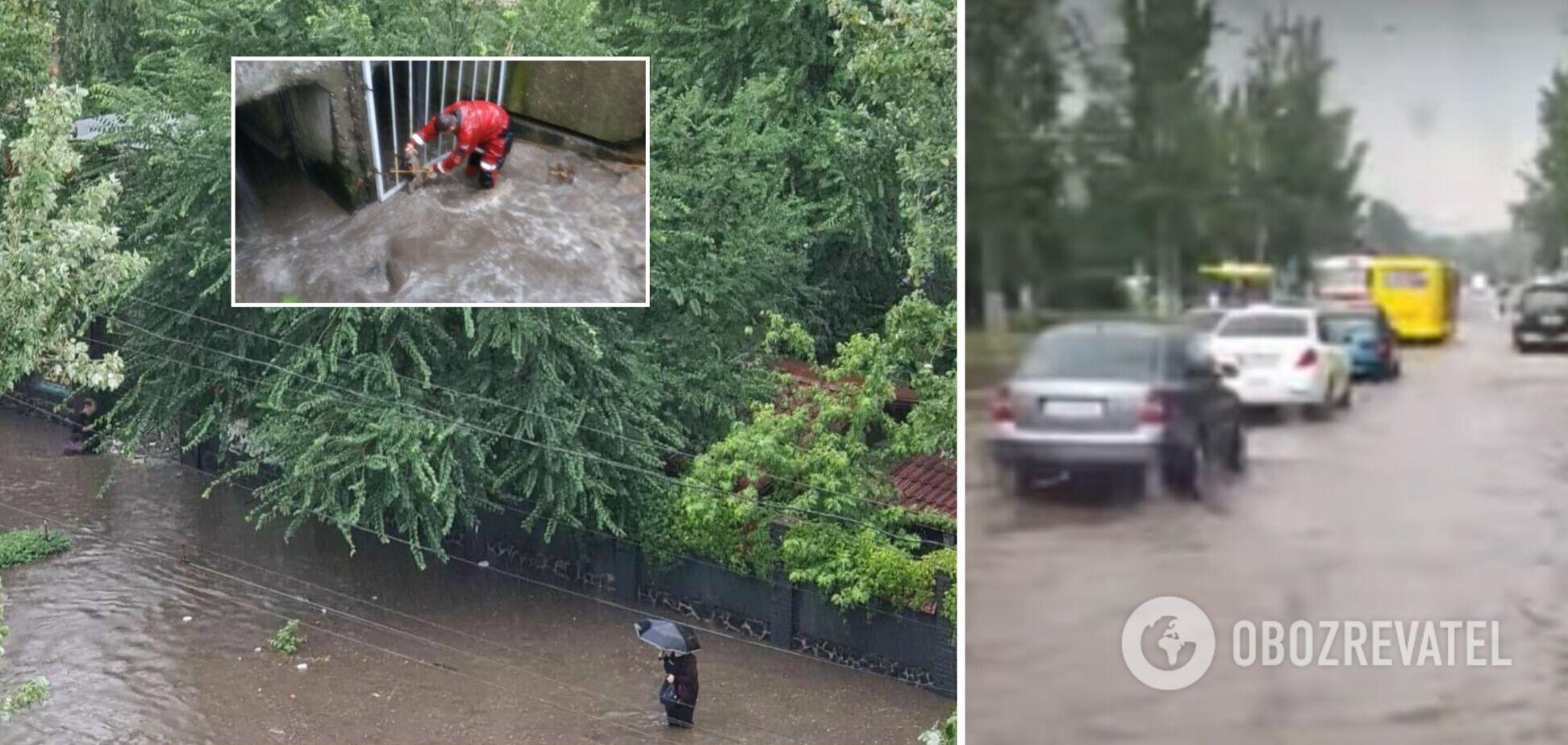 Мариуполь затопило после мощного ливня, улицы превратились в реки. Фото и видео