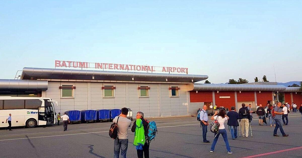 Украинские туристы застряли в аэропорту Батуми