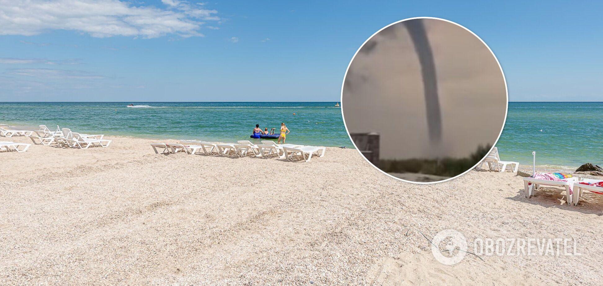 Кирилловку накрыли мощный ураган и смерчи: что происходит на курорте. Видео