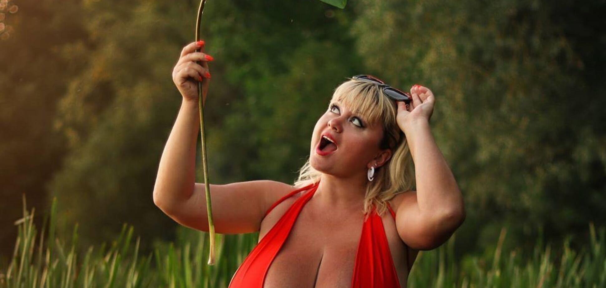 Українка з найбільшими грудьми знялася в образі рятівниці Малібу