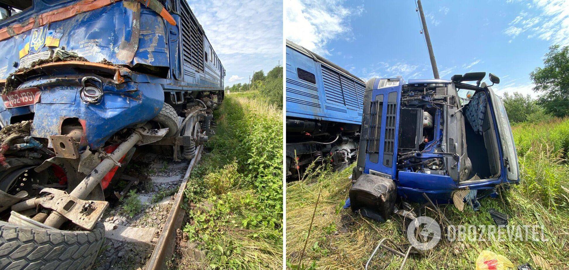 На Закарпатті пасажирський поїзд врізався у вантажівку, є постраждалі. Фото