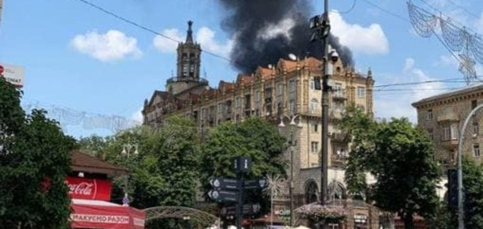 На Хрещатику спалахнула пожежа біля готелю