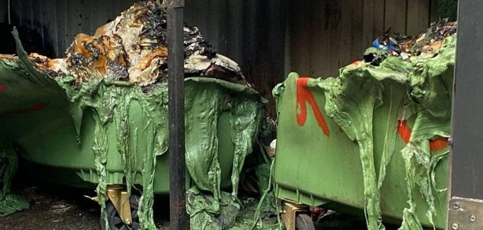 У Києві загорілися сміттєві баки