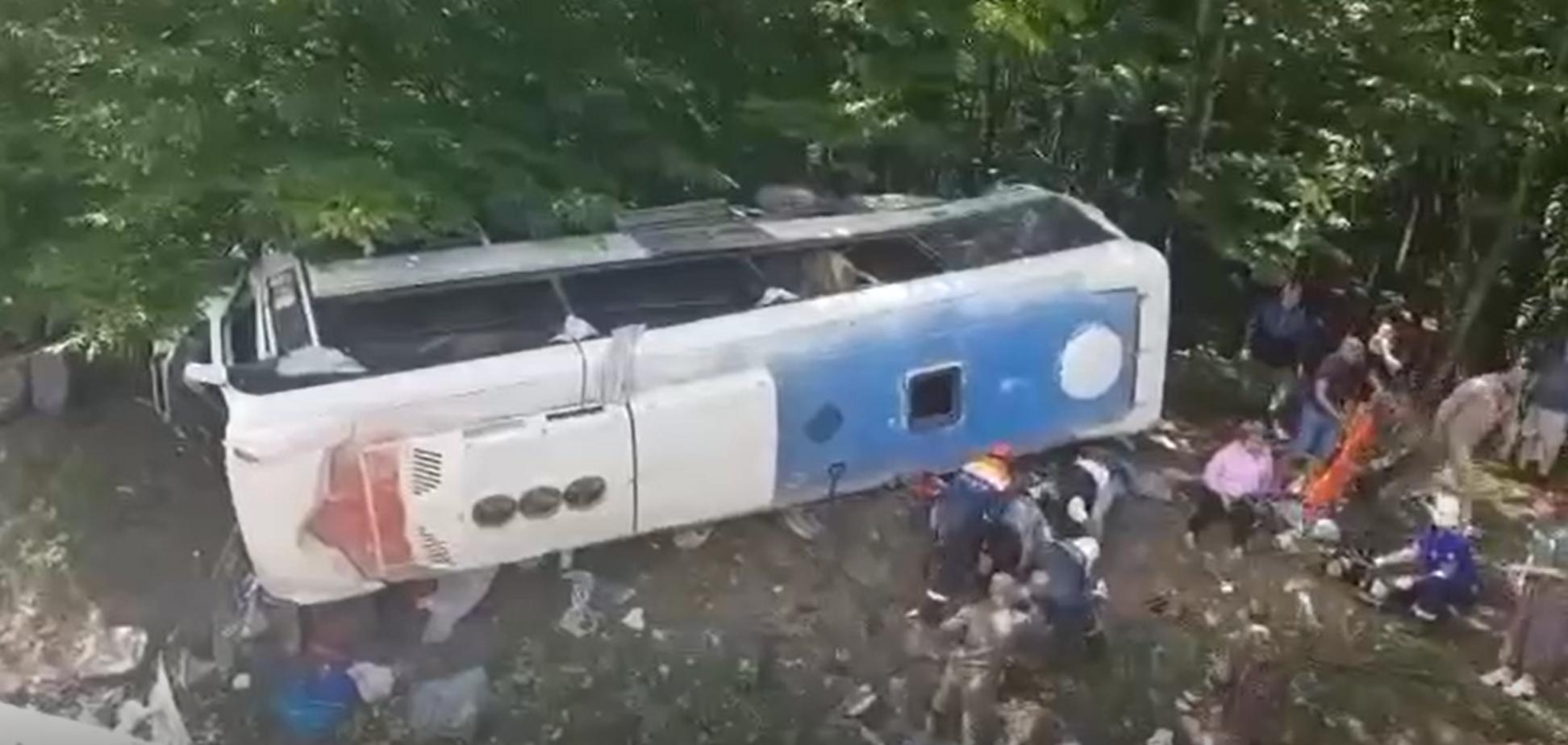 На Кубані з дороги злетів автобус